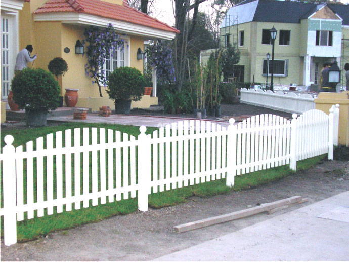 Top cercas de madera para jardin wallpapers for Casa de jardin de madera