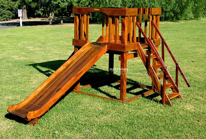 Tobogan de madera casa de rbol de madera wickey neverland for Columpios y toboganes para jardin