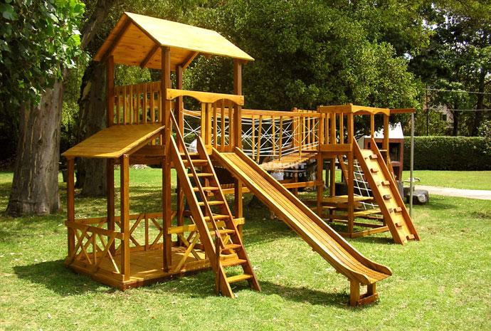 juegos infantiles en madera torre americana grande con puente colgante